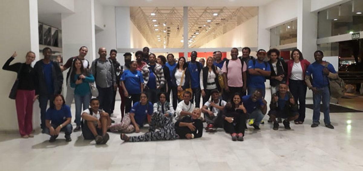 Alunos da EJA visitaram exposições no Palácio das Artes